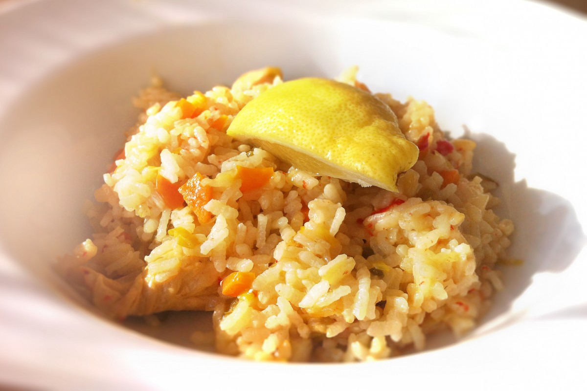 Arroz con pollo y verdura al limón